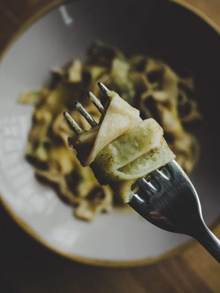 Domowy makaron z sosem dyniowym