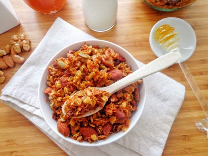 Marchewkowa granola (Granola alle carote)