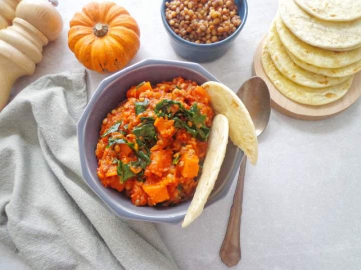 Potrawka z dynią, soczewicą i jarmużem (Zucca con lenticchie e cavolo riccio)