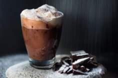Gorąca czekolada z tahini.