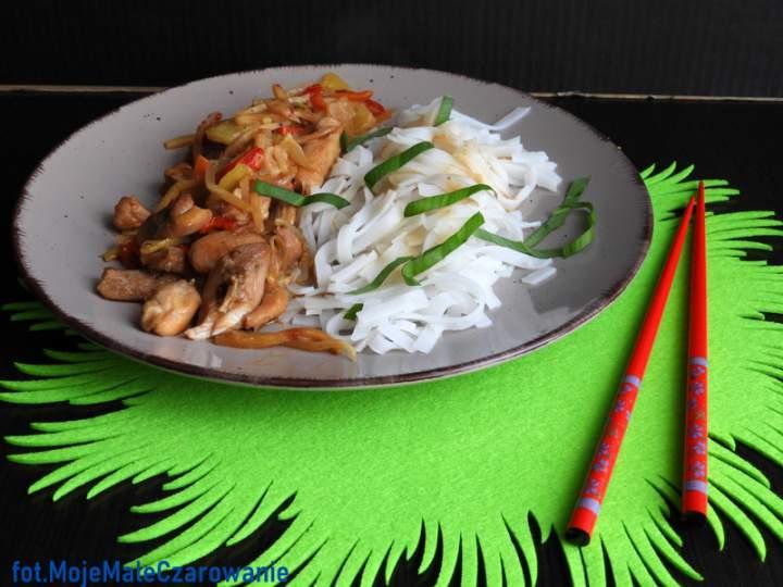 Kurczak z bambusem i ananasem po azjatycku