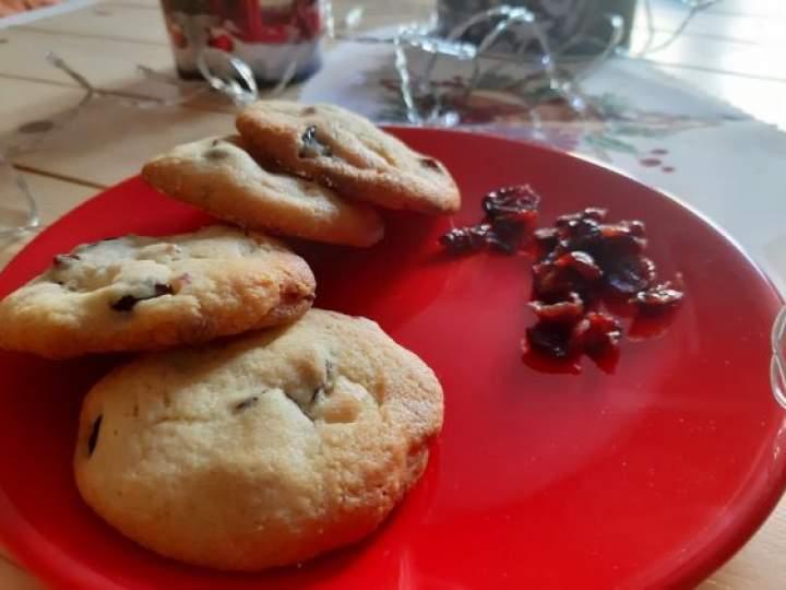 Ciasteczka z białą czekoladą i żurawiną