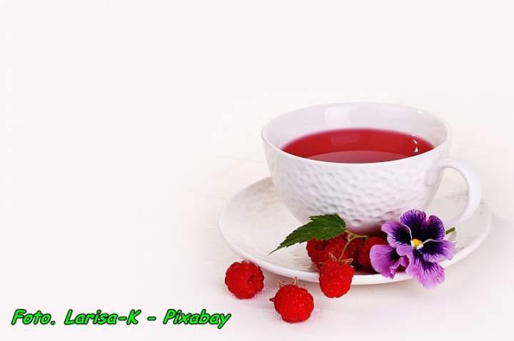 Nalewka herbaciana z sokiem malinowym ( doskonała podczas przeziębień ).