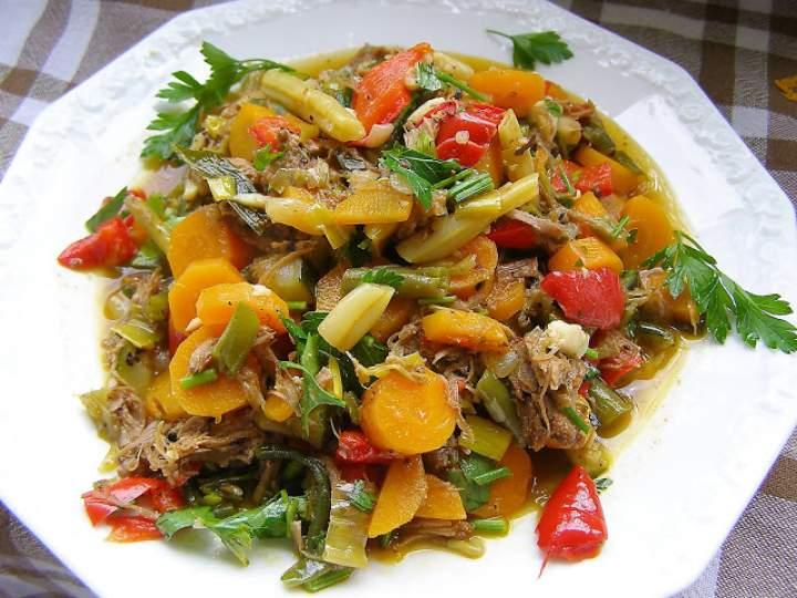 gulasz warzywny z mięsem indyka z rosołu…