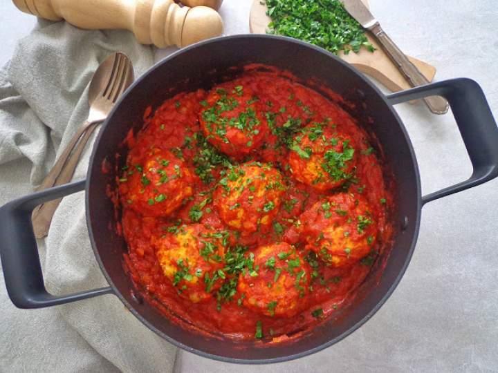Drobiowe pulpety z papryką w sosie pomidorowym (Polpette di pollo e peperoni con sugo di pomodoro)