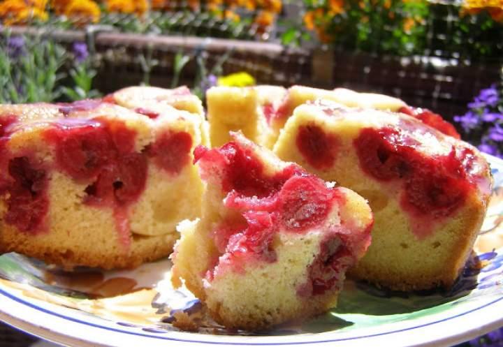 """łatwe ciasto ucierane z wiśniami """"odwrócone""""…"""
