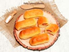 Hot dogi – bułeczki z parówką i serem