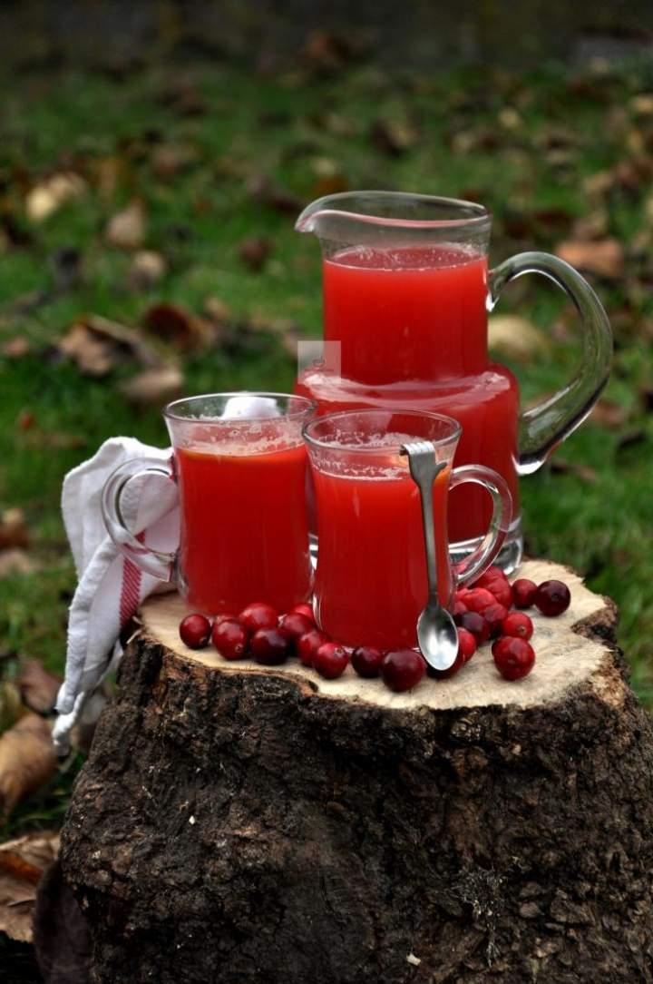 Zimowa herbata żurawinowa z jabłkiem