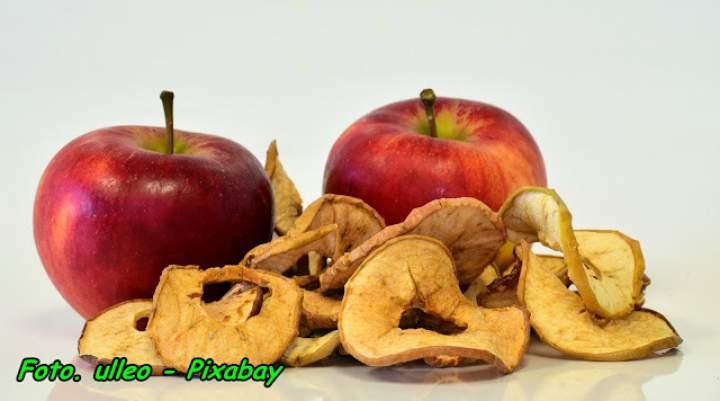 Aromatyczna nalewka na suszu z jabłek i gruszek.