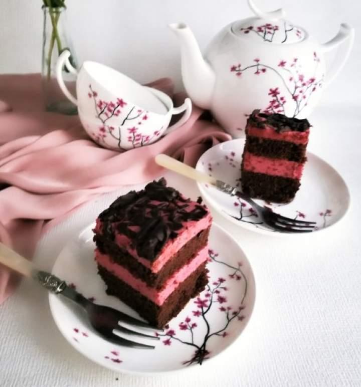 Rewelacyjne ciasto czekoladowe, przekładane musem śliwkowym