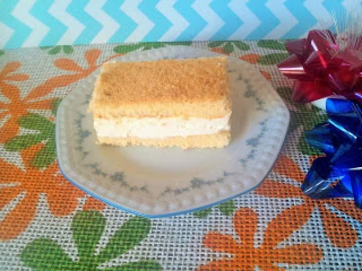 Ciasto biszkoptowe z białym kremem