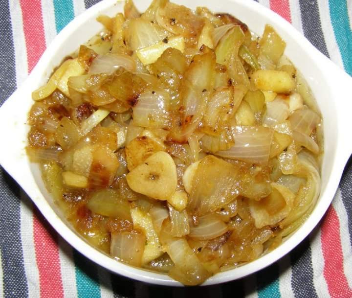 smażona cebula z jabłkiem, czosnkiem…