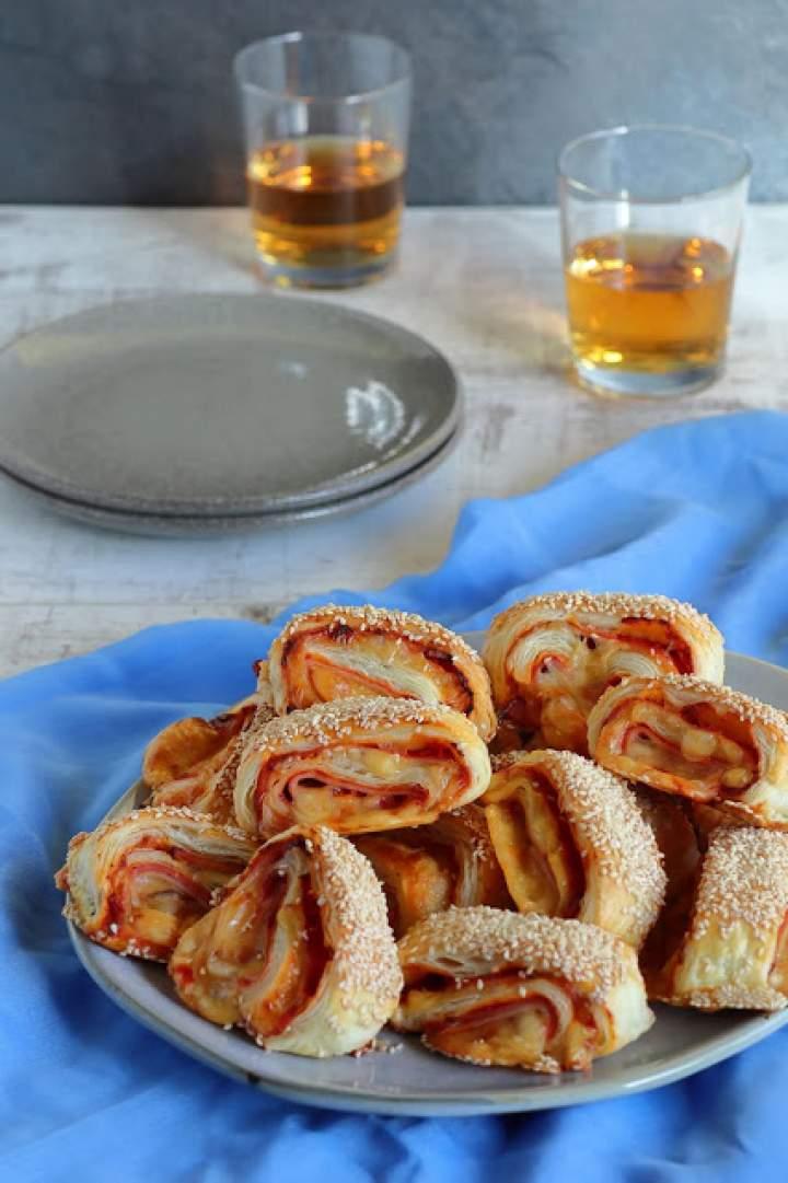 Karnawałowe roladki z szynką i serem