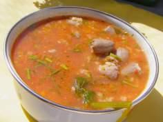 ze świeżych pomidorów zupa z ryżem na serduszkach kurczaka…