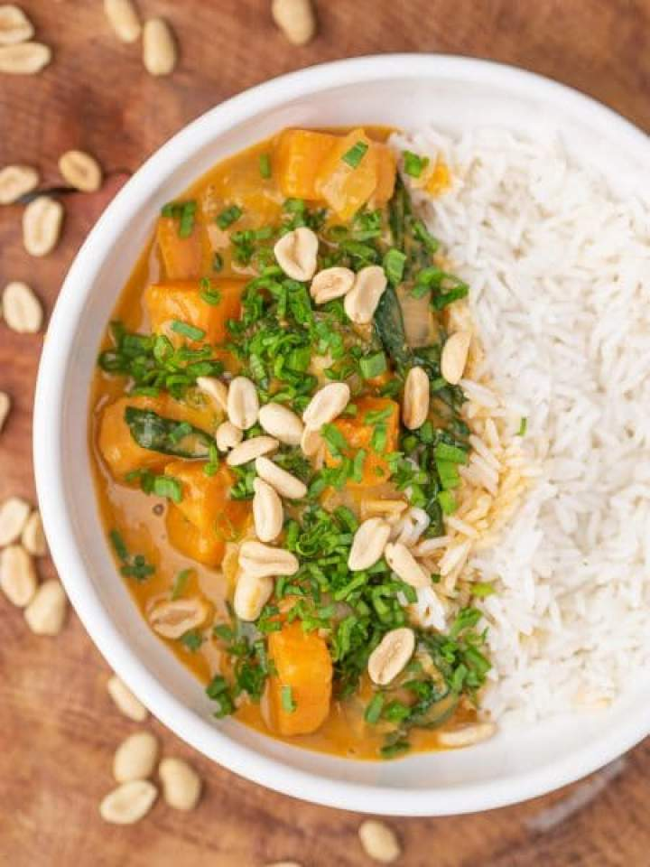 Curry z batatami i szpinakiem