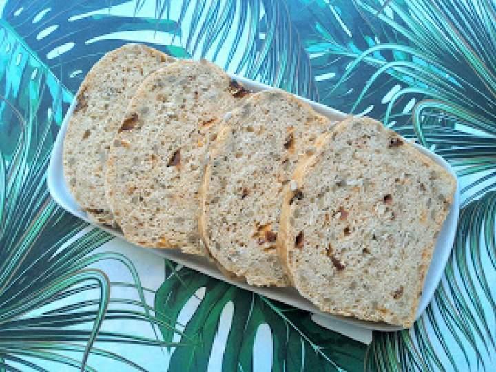 Chleb pszenny z suszonymi pomidorami i słonecznikiem