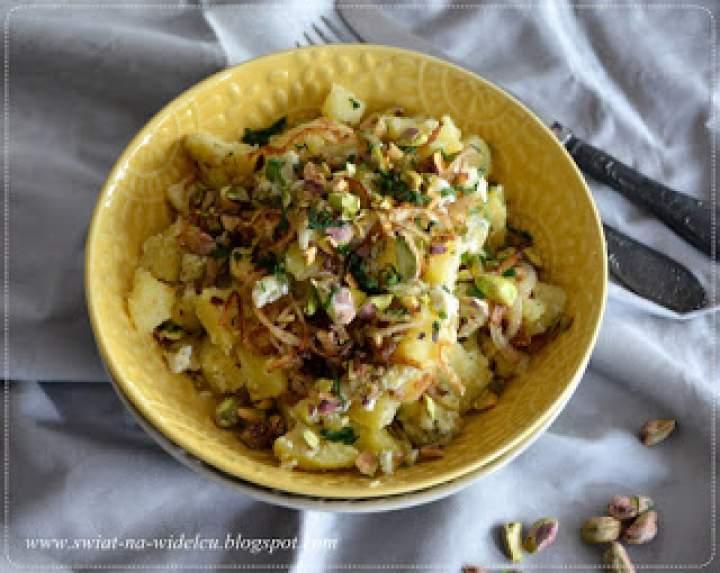 Sałatka ziemniaczana z seem plesniowym i pistacjami