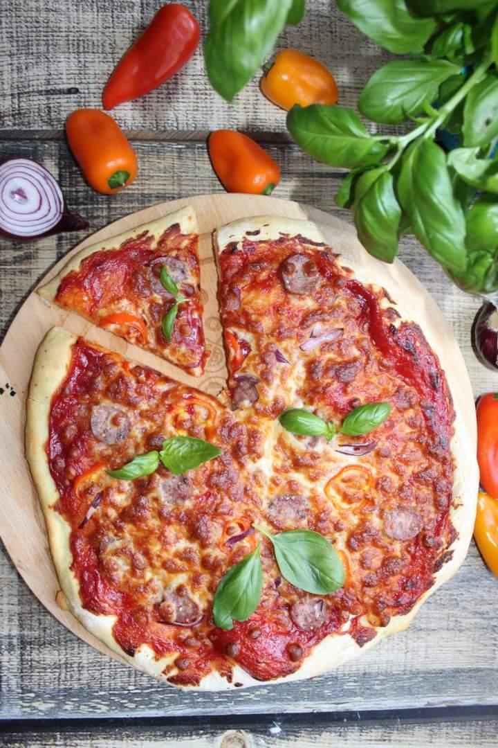 Domowa pizza – cienki spód puszyste chrupiące boki