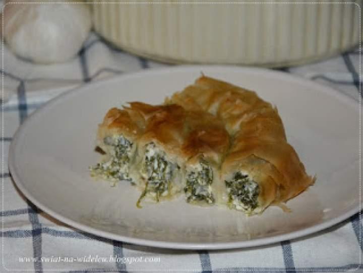 Spanakopita, greckie ciasto szpinakowe. Kuchnie świata – potrawy regionalne.