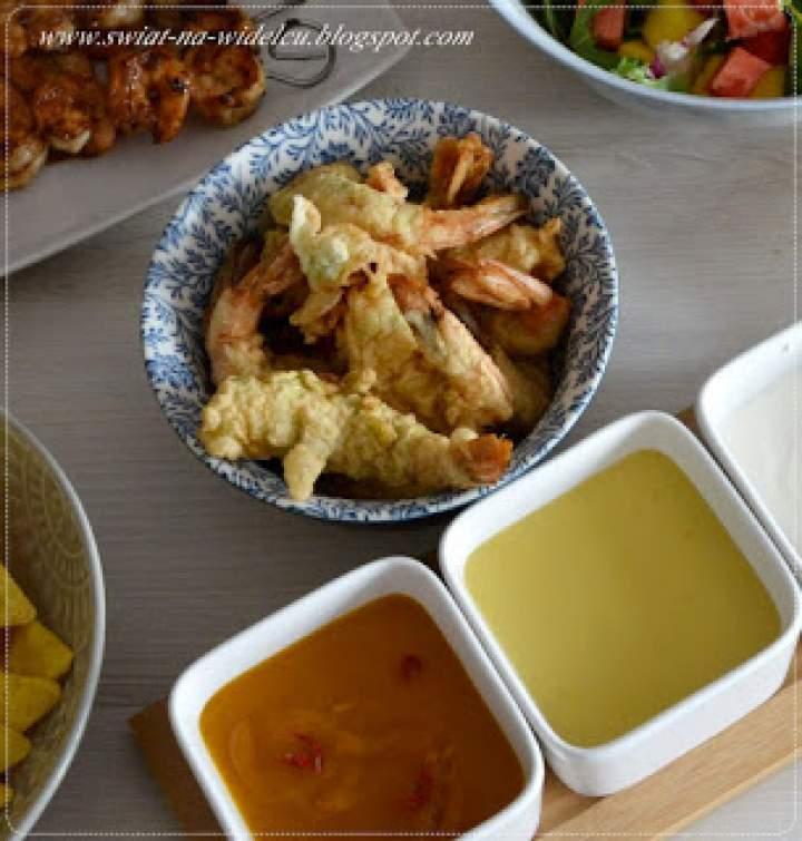 Krewetki w tempurze z młodym ryżem i sosem mango chilli