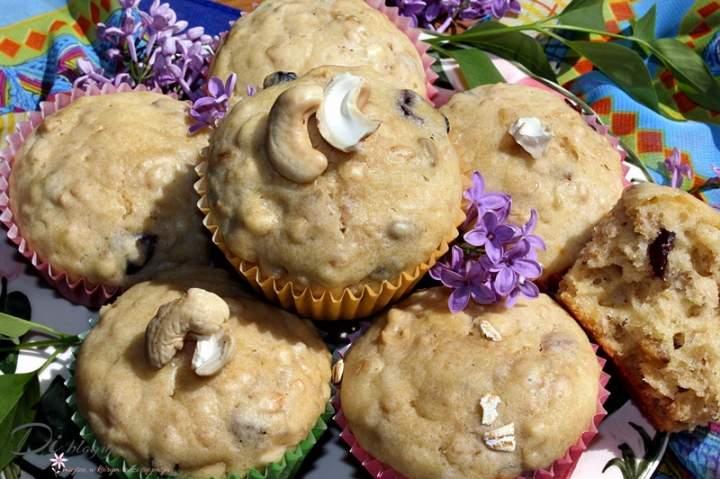 Muffinki z płatkami owsianymi, syropem z agawy i bakaliami