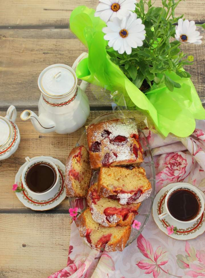 Ciasto z truskawkami (mieszane łyżką)
