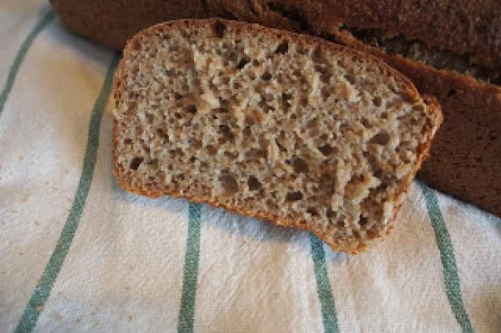Chleb żytni razowy na miodzie