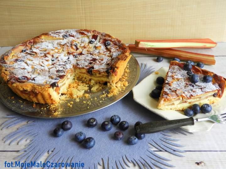 Ciasto z jabłkami, rabarbarem i borówkami