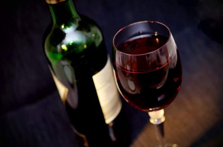 Laik zamawia wino