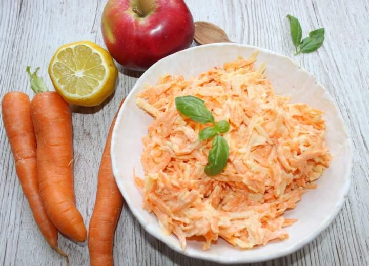 Prosta surówka z marchewki i jabłka