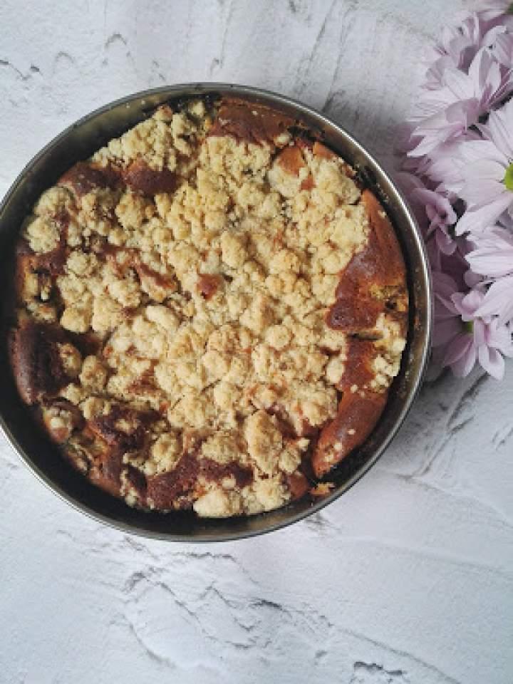 Ciasto z rabarbarem, kruszonką i białą czekoladą
