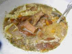z  mrożonych grzybów pyszna zupa z makaronem, śmietaną…