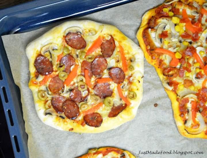 Chrupiąca pizza z serem w rantach