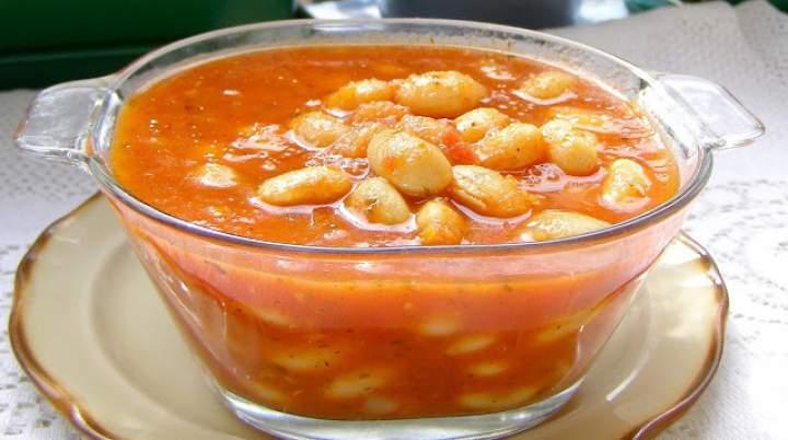 fasola jaś w sosie pomidorowym, prosta i smaczna…