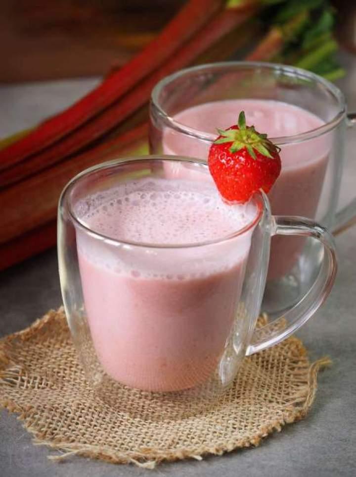 Keto gorąca czekolada truskawkowa (Paleo, LowCarb)