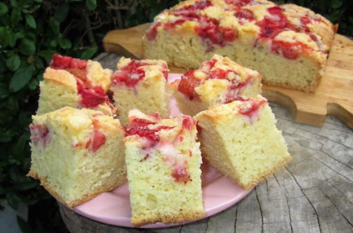Szybkie, bardzo łatwe ciasto z truskawkami i kruszonką+FILM