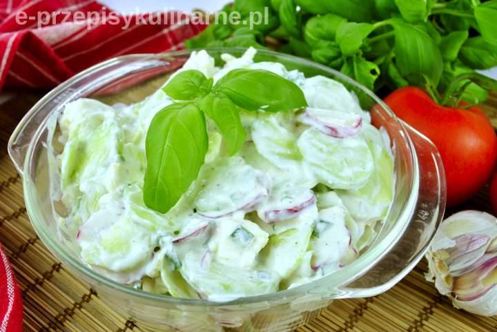 Szybka sałatka z ogórkiem i serem feta (na grilla)