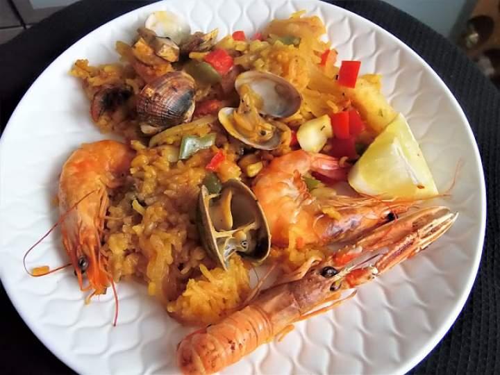 Pieczony ryż z owocami morza