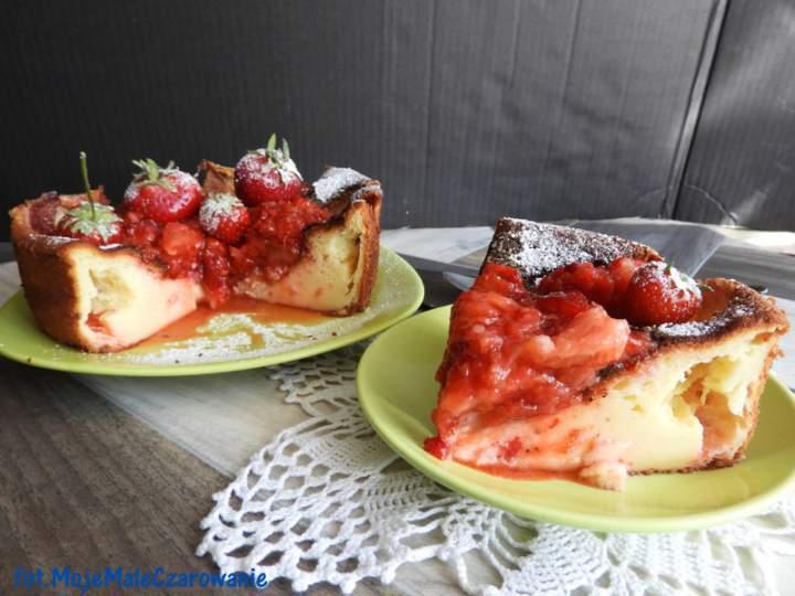 Sernik mocno truskawkowy – jogurtowiec z truskawkami