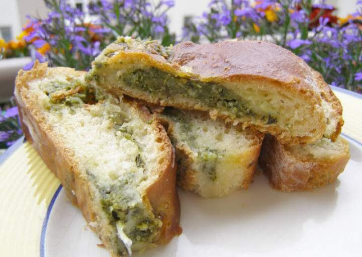 szpinakowo-czosnkowe z mozzarellą drożdżowe ciasto…