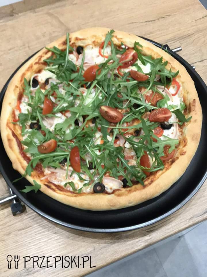 Pyszna Domowa Pizza z Mozzarellą