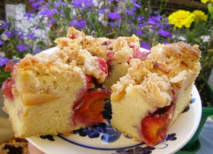 ciasto ucierane owocowe z piernikową kruszonką…