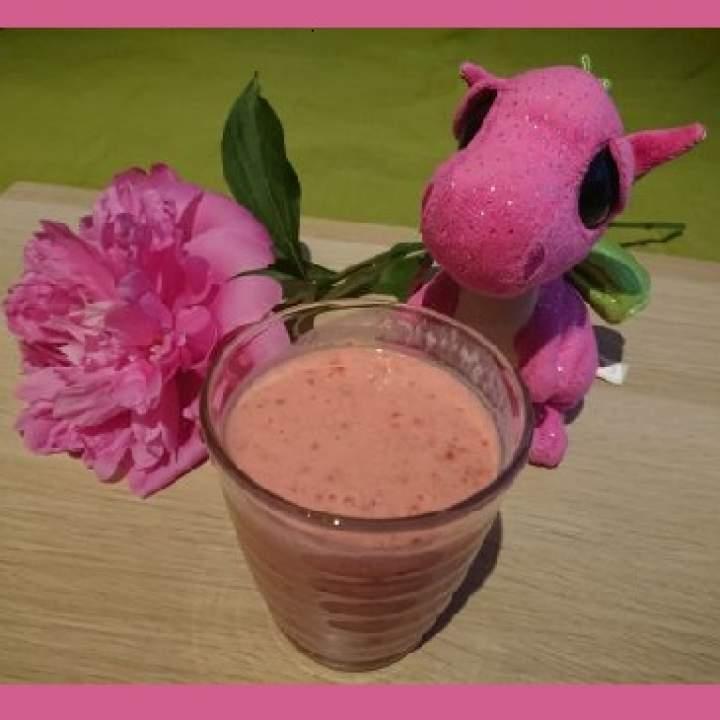 Szybki i zdrowy koktajl truskawkowy
