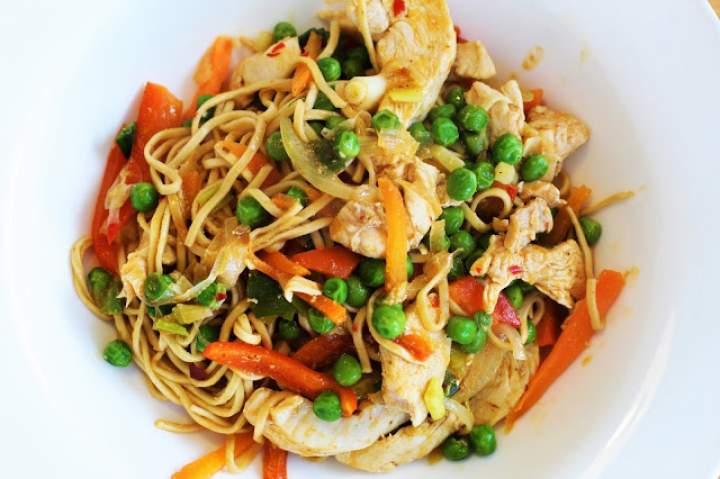 Chicken noodle stir-fry recipe / Makaron smażony z kurczakiem