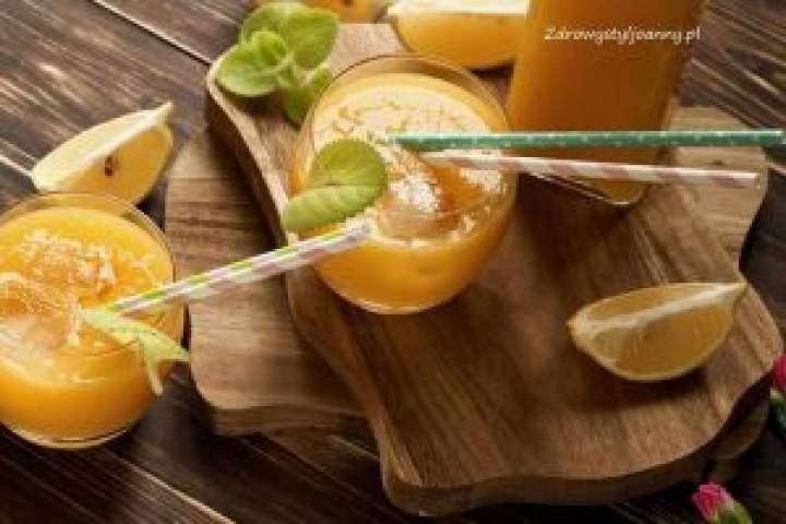Lemoniada z mango i cytryny.