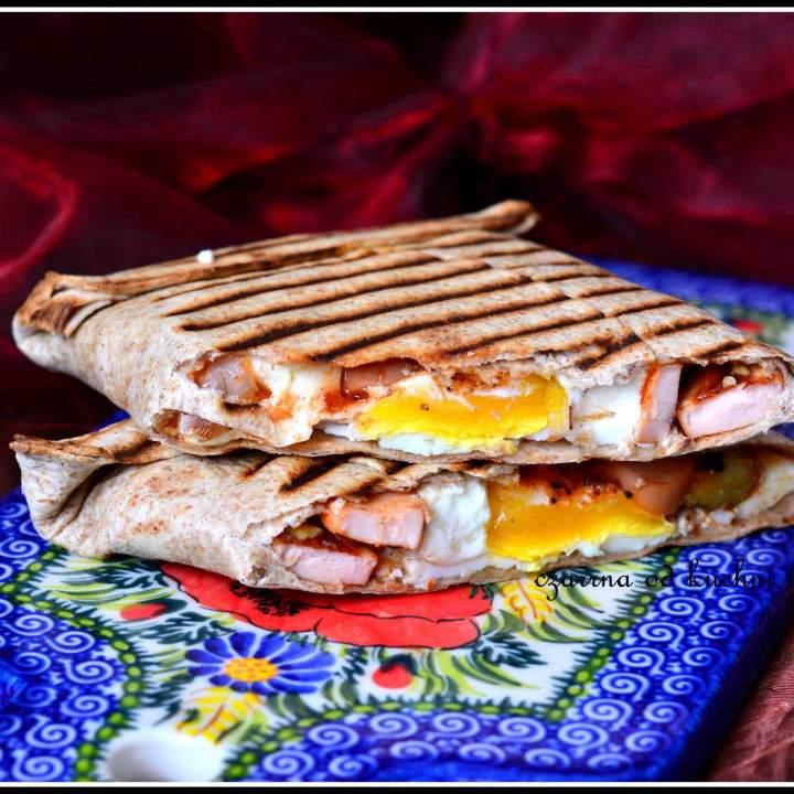 Tortille z jajkiem i parówką