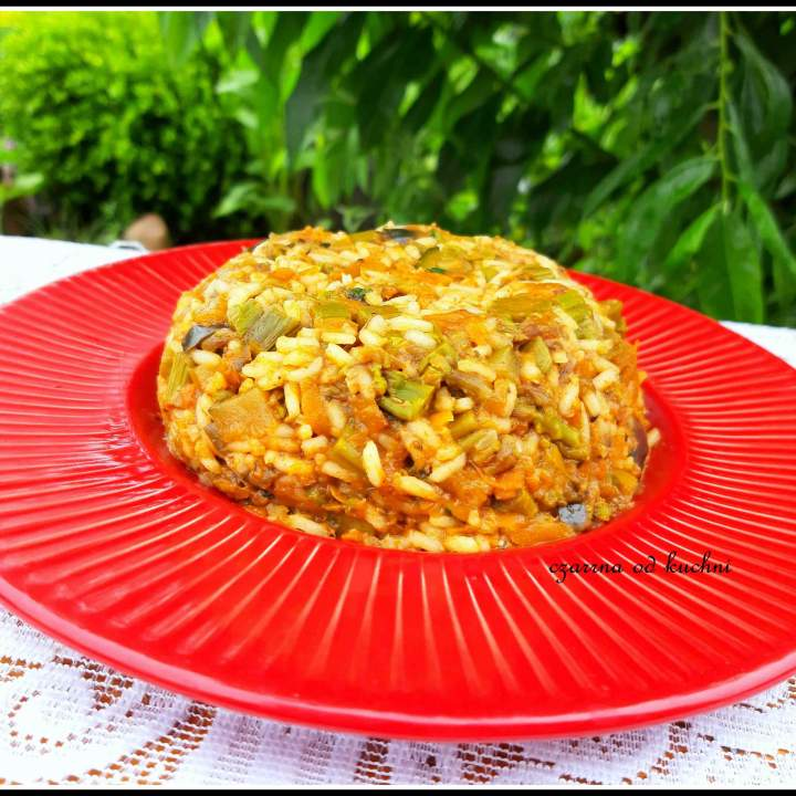 Potrawka z kurczakiem, ryżem i warzywami
