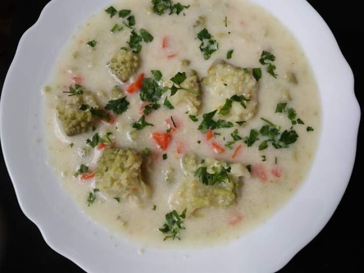 Zupa z zielonego kalafiora
