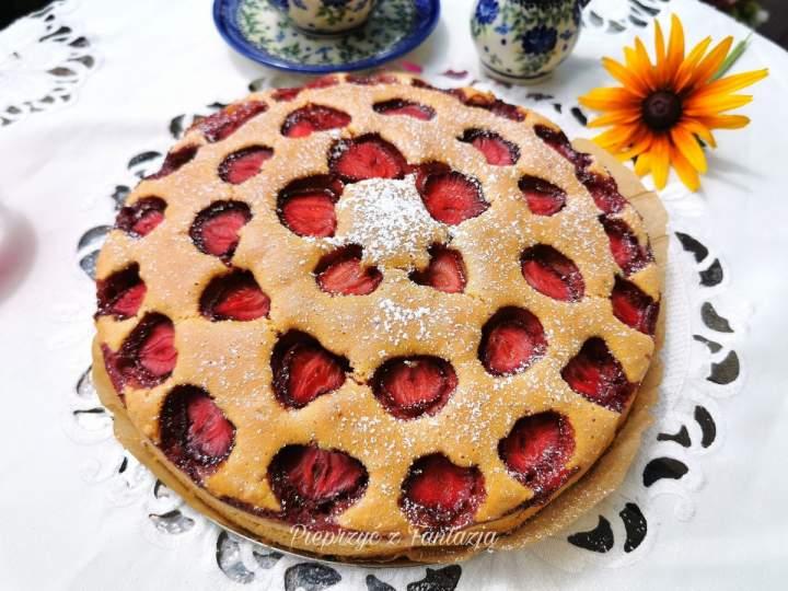 Ciasto ucierane z truskawkami ( na kaczych jajach)