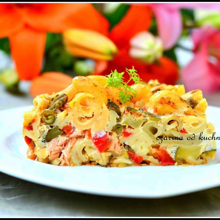Zapiekanka makaronowa z wędzonym łososiem